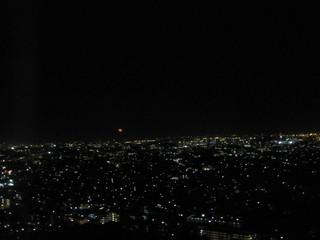 トップ オブ ヨコハマ 鉄板焼&ダイニング - 赤いのはUFOではありません お月様です