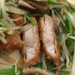 38748543 - 野菜たっぷりとんかつ(ロース)