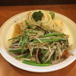 38748545 - 野菜たっぷりとんかつ(ロース)