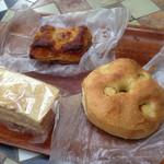bakery mon - 左から 自分用の塩ラスク¥120  ブルーベリーパイ  スモークチーズのフォカッチャ