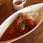 Furenchishokudoubudou - 特製ぶどうのカレー+鶏の炭火焼、ラタトゥイユ