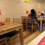 海鳴食堂 - 女性も家族連れも入りやすい感じです。