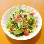 欧風食堂 カンパーニャ - ランチセットのミモザサラダ。炒り玉子が彩りを添えます