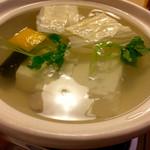 竹仙 - 湯豆腐は嵯峨豆腐 森嘉のものとのこと。東京では味わえない美味しさ。日本酒飲みたかったよし(笑)。