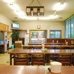 長田うどん - 店内    平日の朝早い時間だったからお客様はポツポツ