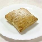 サクライ 洋菓子店 - 生パイ。155円