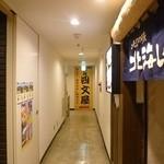 38769199 - 階段下りたら 突き当たりがお店です!