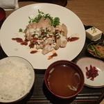 月兎 - 蒸し鶏のナッツと辛味噌ソース 1,000円