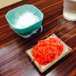 茶山亭 - 大根おろしは有料ですが、紅生姜は食べ放題