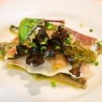 レ・ザ・ミ - 前菜(鰮のマリネと自家製ハム)酸味とオリーブオイルがよく利いていて、オイルサーディンのように感じました。