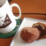 うさぎや菓子舗 - シナモンドーナツ;紅茶(F&M:Royal Blend)と.Earl Greyでもイけそう(^ ')b @2015/06/06