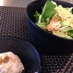 38776737 - 生野菜とポテトサラダ