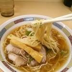 煮干鰮らーめん 圓 - 全粒粉の中太麺