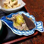 立花 - マグロ胃袋(左)と、ホシ(右)の酢味噌和え。胃袋は柔らかくてシコシコ
