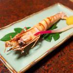 立花 - 海老塩焼き。たまにはマグロ以外で箸休め。この塩味が日本酒にベストマッチ!