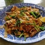 38778514 - 幅の広い米の麺の黒しょうゆ炒め(880円)