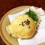 立花 - とろまん(肉の代わりに、マグロを使った中華まん)。甘辛い中華風の味付けは、食卓の変化球