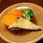 立花 - カマ陶板焼き。10分ほど蒸し焼きにして、照焼き風ソース&レモンで(^-^)