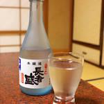 立花 - まぐろ料理にはやはり、日本酒でしょう。新潟「長者盛」辛口生貯蔵酒