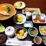 立花 - まぐろ一匹コース(宿泊込1名¥12960)。部屋食というのも、一人旅の私には魅力的
