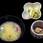 U・RO・CO - 味噌汁・小鉢・漬物(海鮮丼セット)