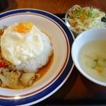 東銀座のタイランド食堂 ソイナナ - ガパオ ガイ カイダーオ のセット