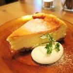 アリーカフェ - ホワイトチョコのニューヨークチーズケーキ
