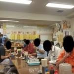三ちゃん食堂 - 大衆食堂、昼からでも飲んでる方がたくさん!