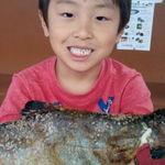 くぬぎ養鱒場 - 釣り上げたデカい鱒を500円出して焼いていただきました。