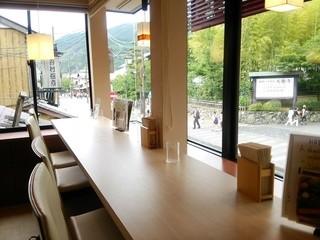 嵐山さくら餅 稲 - 店内