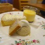 ボーピープ - デザートプレート。チーズケーキ、プリン