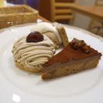 ボーピープ - デザートプレート。モンブラン、チョコレートケーキ
