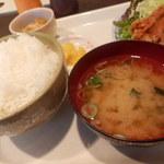 オークルジョーヌ - 味噌汁