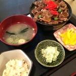 38787530 - 豚丼750円