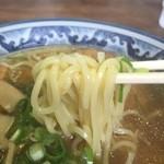 名代中華そば 山金 - 麺は中太ストレート系で、モチモチっと美味い!