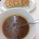 鉄飯碗餃子本舗 - ハチ食品レトルトカレー辛口、焼餃子