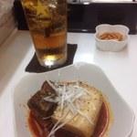 鉄飯碗餃子本舗 - 麻辣肉豆腐、ウーロンハイ