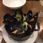 38808651 - 広島産ムール貝のワイン蒸し