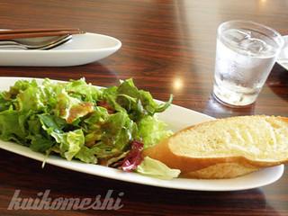 eric-life (=cafe) - セットのガーリックトーストとサラダ