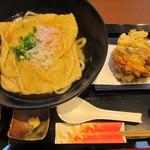 udondyayatsudura - きつねうどん680円と野菜かき揚げ250円