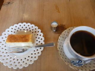 つの笛 - ベイクドチーズ、ブレンドコーヒーセット