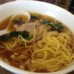 南京亭 - ラーメンの麺アップ