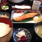 かどい - 焼魚定食(鮭)