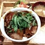 cafe風風 - 豚の角煮丼 お肉がトロトロ