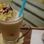 ア リトル ビット カフェ - ミルクコーヒースムージー(550円)