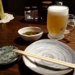 海鮮食道 十八番 - (2015/5月)生ビール。お通しはもずく酢だったかな