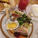 レストラン コンチネンタル - ビュッフェの前菜☆ テリーヌ、ムース、キッシュなど…凝った前菜が色々。 じゃがいものスープが美味しかった♪