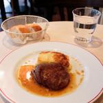 パリのワイン食堂 - 仔羊モモ肉のロースト ローズマリーとニンニクのソース