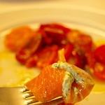 クチーナ ブッファ - サーモンのカルパッチョ ディルとリコッタチーズを巻いていただきます