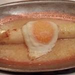 38829726 - フランス産ホワイトアスパラの目玉焼きのせ、白トリュフの香り!